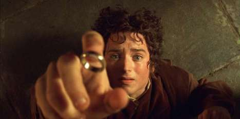 "-UNDATED PUBLICITY PHOTO- Actor Elijah Wood portrays Hobbit Frodo in a scene from the film ""The Lord.."